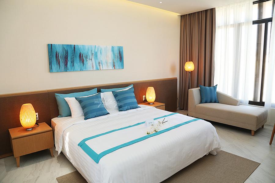 Phòng ngủ Cam Ranh Mystery Villas mang sắc xanh của đại dương tươi mát