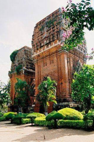 Tháp Đôi Ở Qui Nhơn