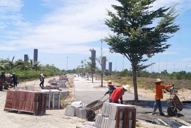 Công tác thi công lát gạch vỉa hè Golden Bay Cam Ranh