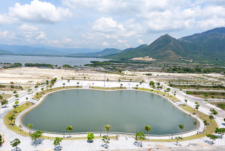 Công tác thi công hồ cảnh quan dự án Golden Bay Cam Ranh Hưng Thịnh