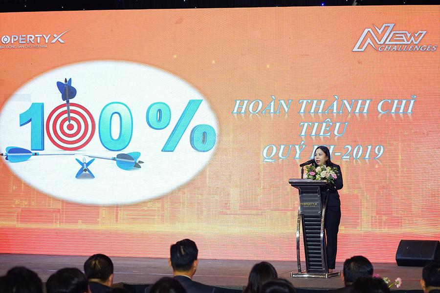 Bà Phạm Thị Nhàn – Tổng Giám đốc Sàn Nguyễn Chí Thanh báo cáo