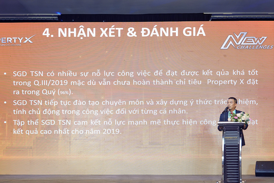 Ông Bùi Ngọc Sơn – Tổng Giám đốc Sàn Tân Sơn Nhất báo cáo