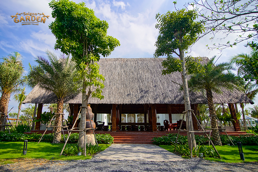 Chòi lá ngồi nghỉ ngắm cảnh tại Saigon Garden Riverside Village