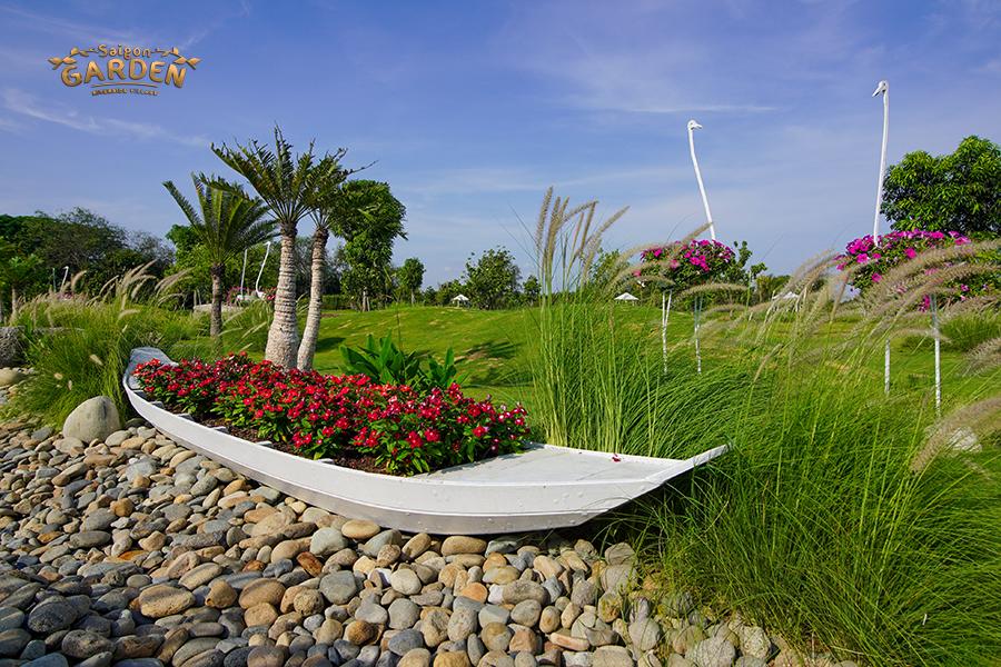 Sân vườn trồn rau tại biệt thự Saigon Garden Riverside Village